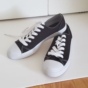 New Mossimo Black Converse Style Sneakers